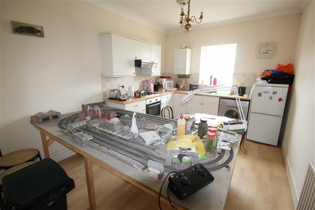 2 Bedrooms Flat for sale in Malmesbury Park Road, Bournemouth, Dorset