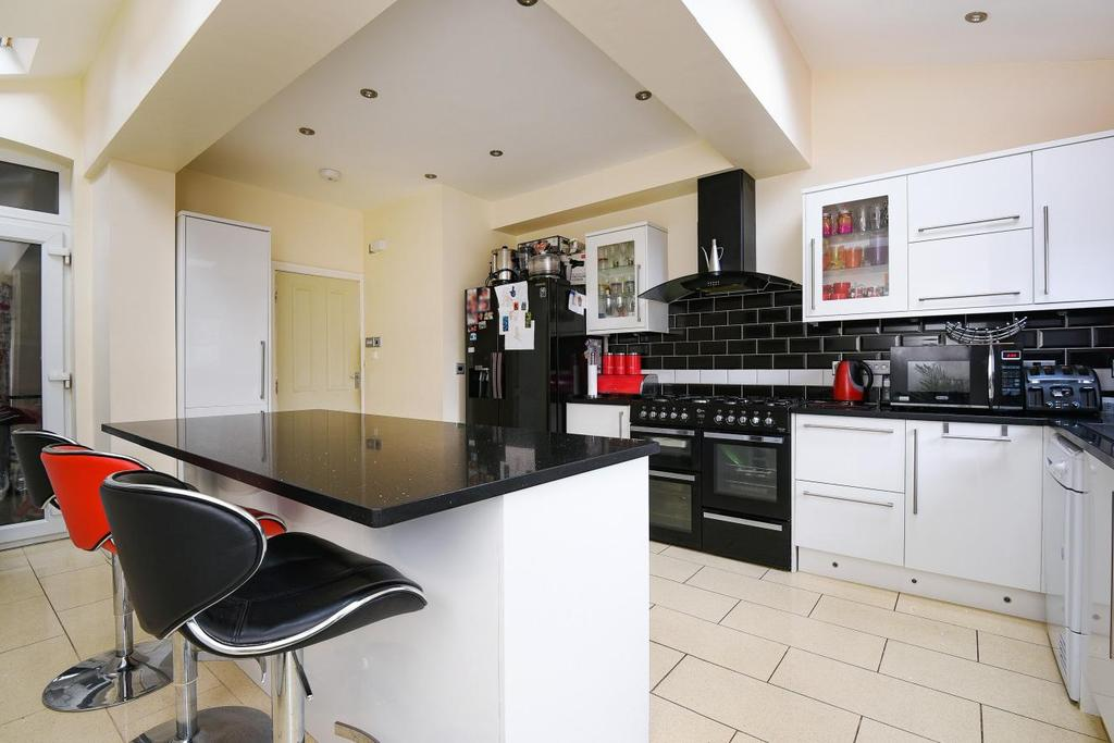 3 Bedrooms Terraced House for sale in Ewhurst Road, Brockley