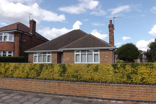 2 Bedrooms Bungalow for sale in Salcombe Drive, Redhill, Nottingham, NG5
