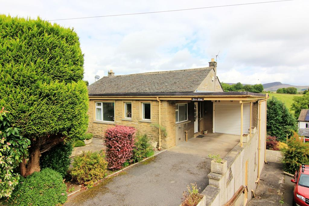 3 Bedrooms Semi Detached House for sale in 30 Tarn Moor Crescent, Skipton,
