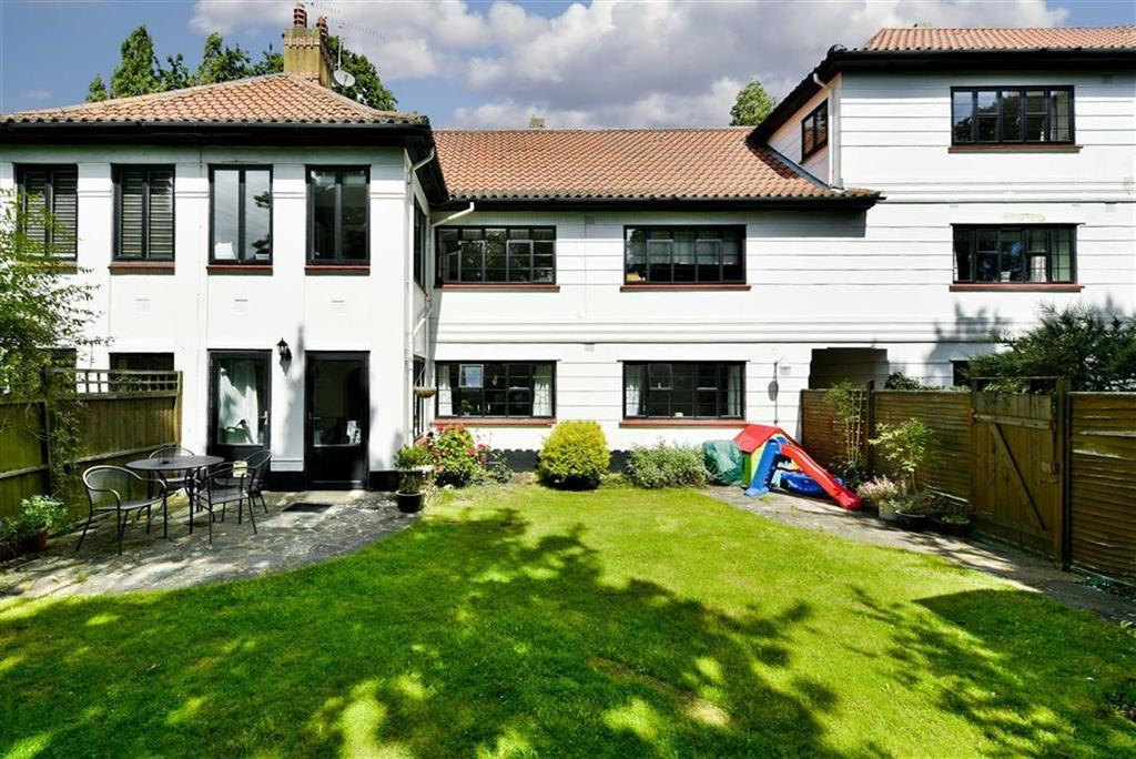 3 Bedrooms Flat for sale in Christchurch Gardens, Epsom, Surrey