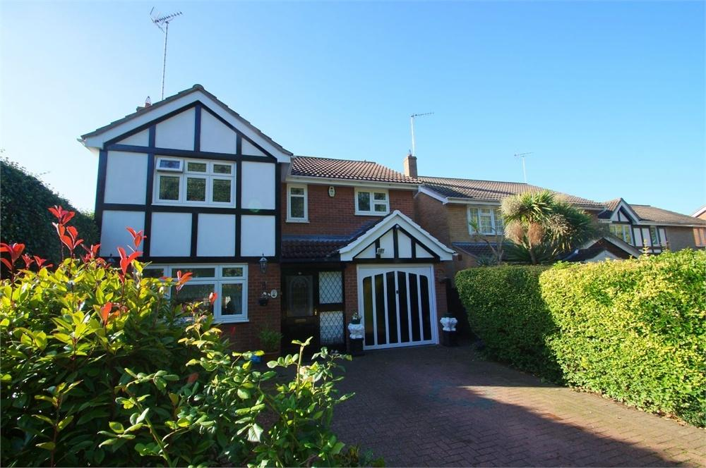 4 Bedrooms Detached House for sale in Raycliff Avenue, CLACTON-ON-SEA, Essex