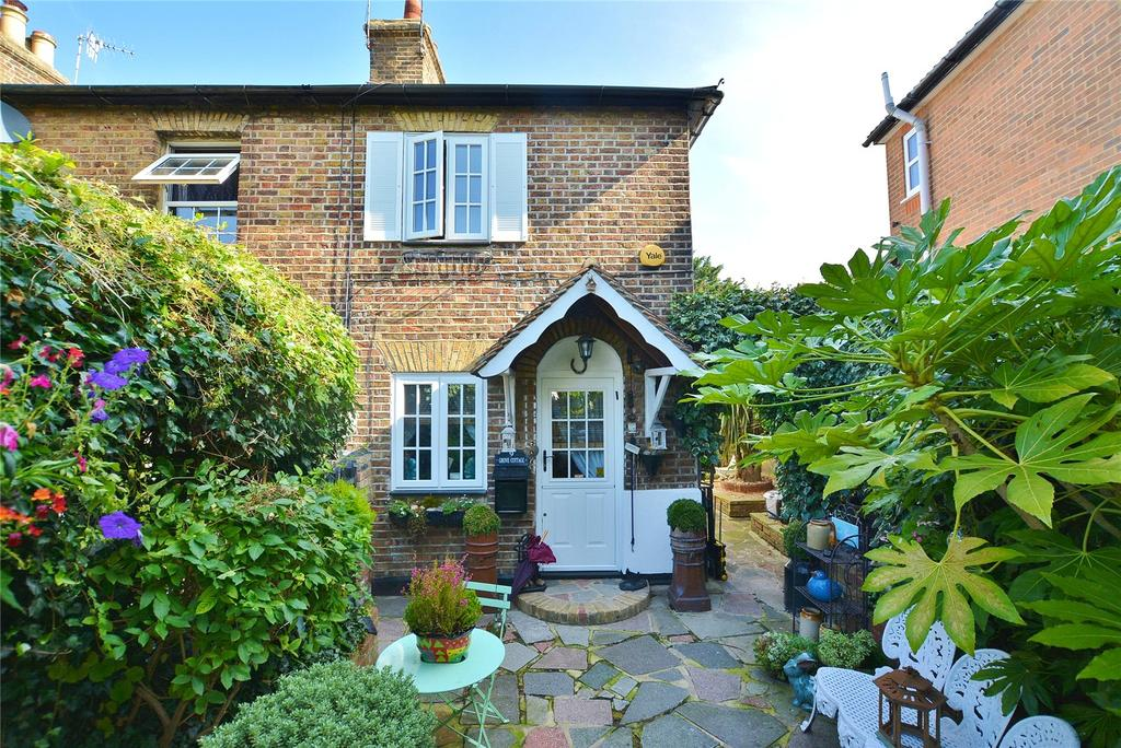 2 Bedrooms End Of Terrace House for sale in Grove Cottages, Falconer Road, Bushey, Hertfordshire, WD23