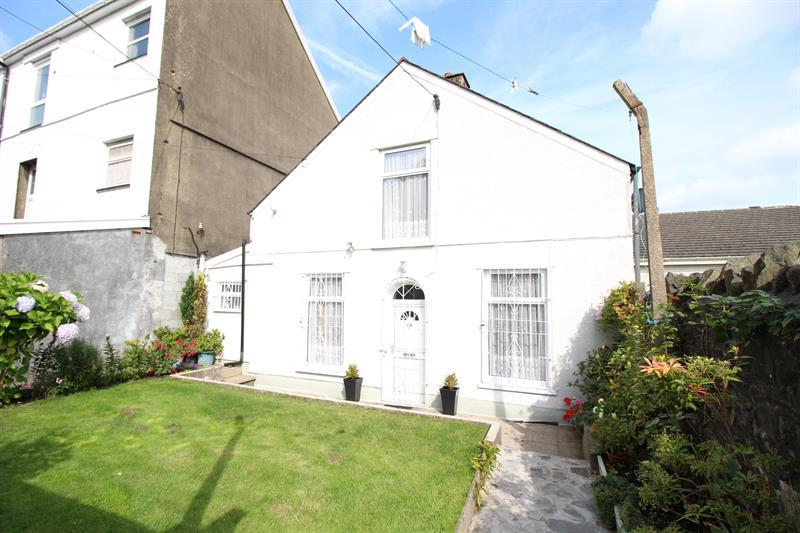 2 Bedrooms Semi Detached House for sale in Pontygwindy Road, Caerphilly