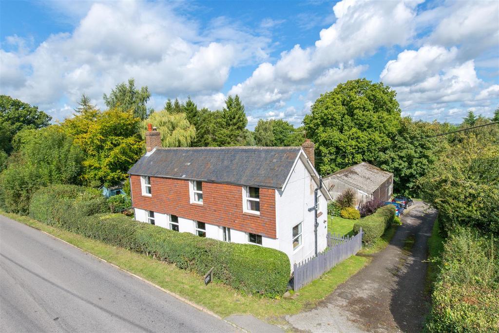 3 Bedrooms Detached House for sale in Heathfield Road, Burwash Common