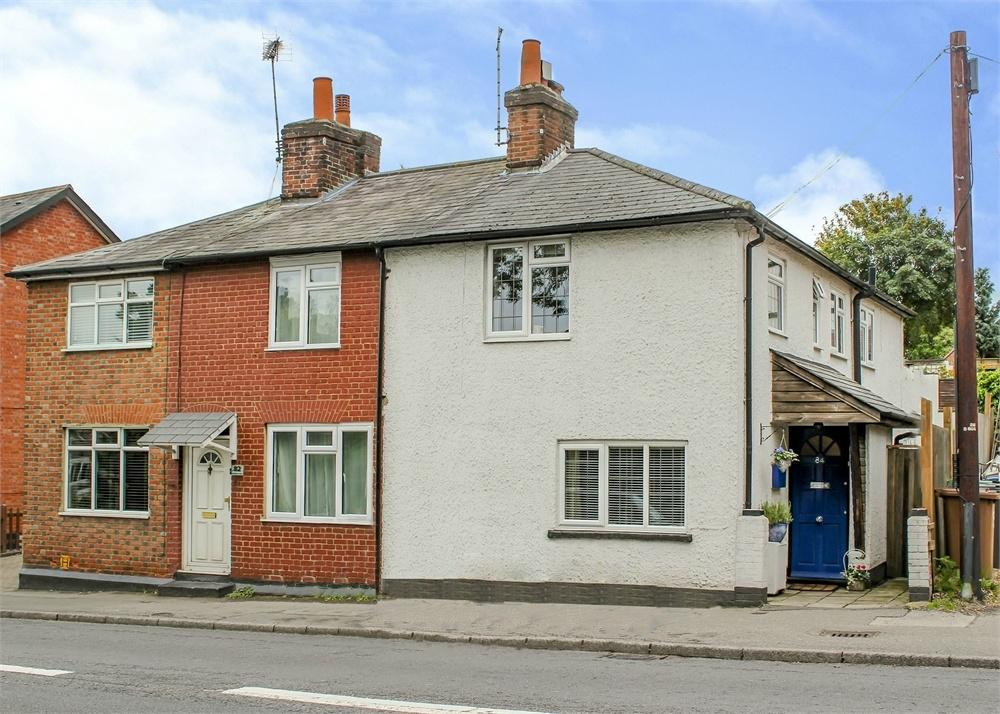 2 Bedrooms Semi Detached House for sale in London Road, Bagshot, Surrey