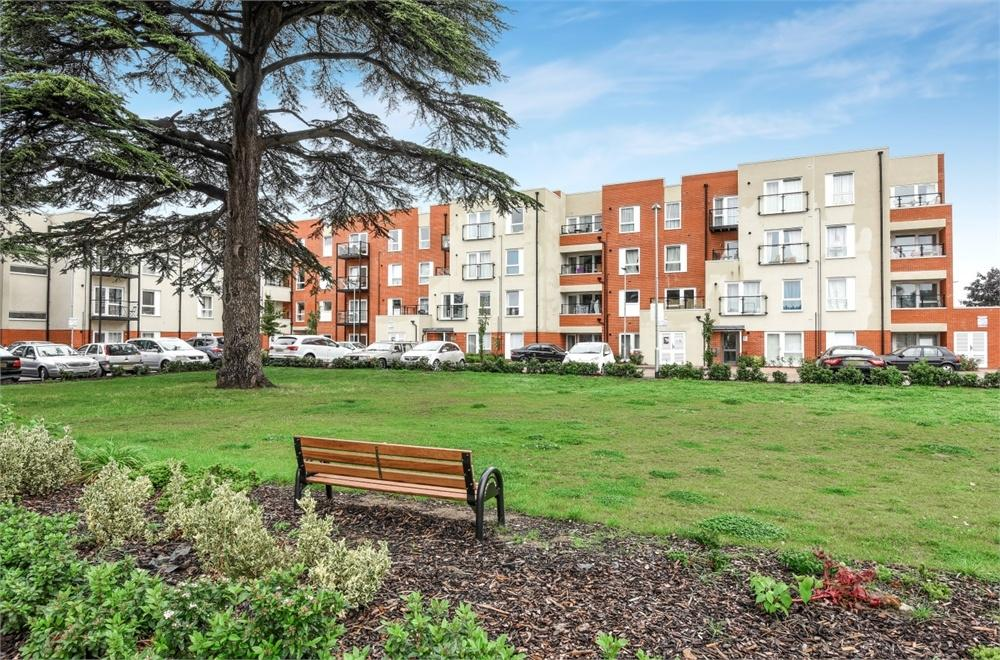2 Bedrooms Flat for sale in Magnolia House, Spelthorne Grove, Sunbury-on-Thames, Surrey