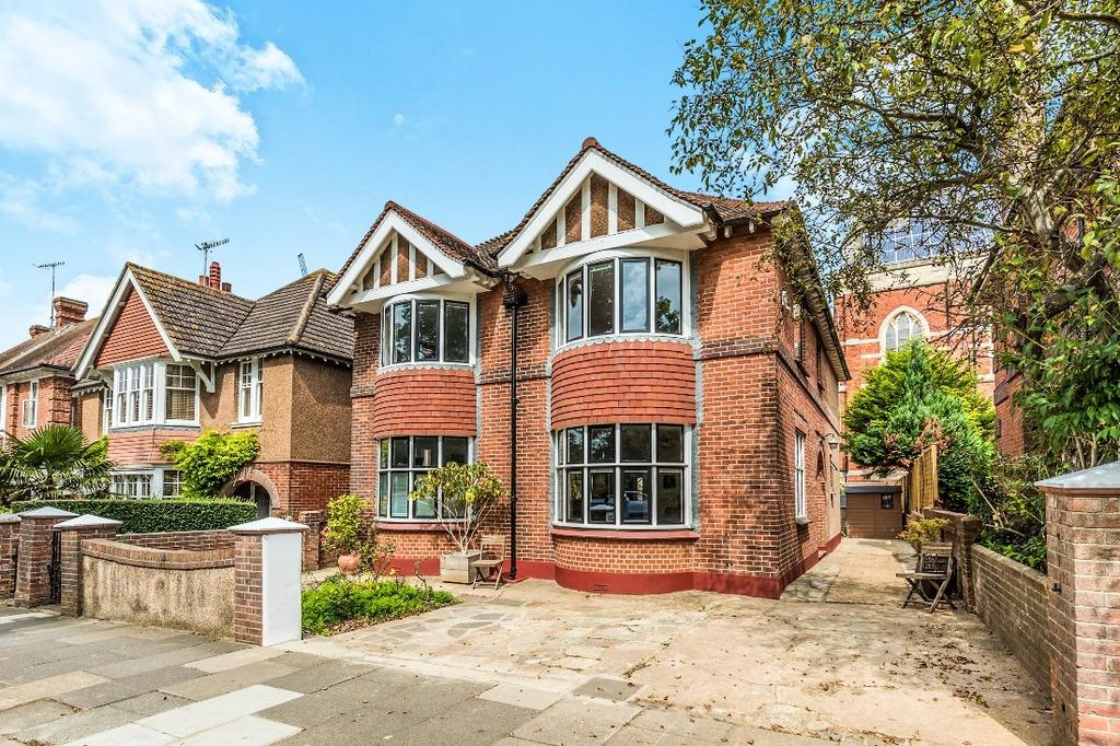 4 Bedrooms Detached House for sale in Nizells Avenue Hove BN3