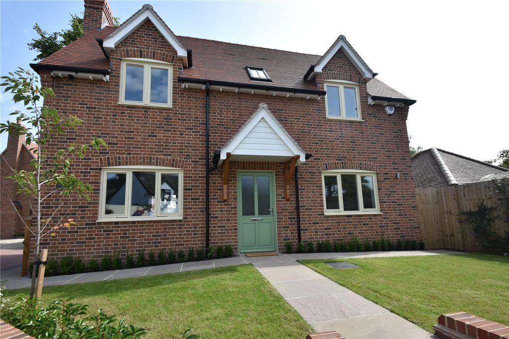 4 Bedrooms Detached House for sale in Stonecross, St. Albans, Hertfordshire
