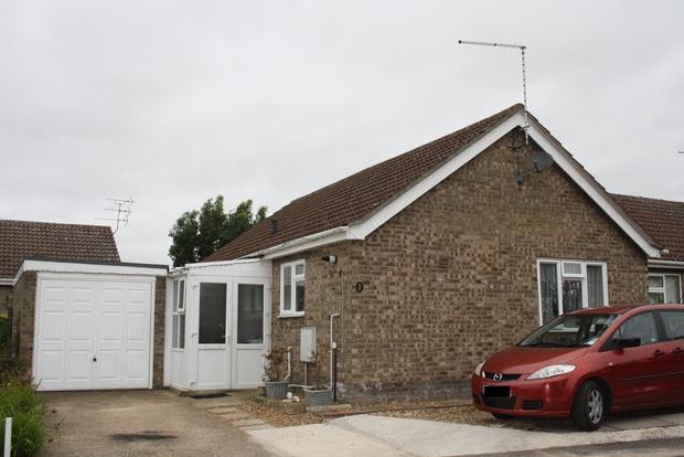 2 Bedrooms Bungalow for sale in Meadow Way, Wimblington, March, PE15