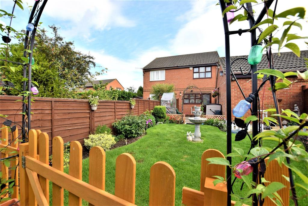 2 Bedrooms Semi Detached House for sale in Wardley