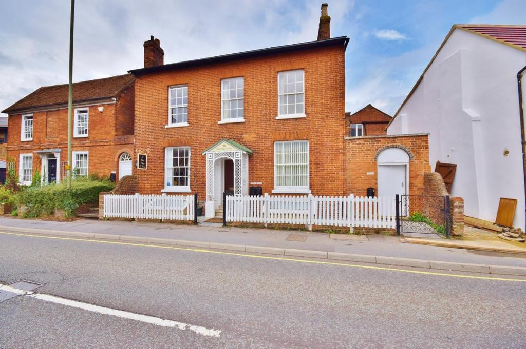 2 Bedrooms Maisonette Flat for sale in Winchester Road, Basingstoke, RG21