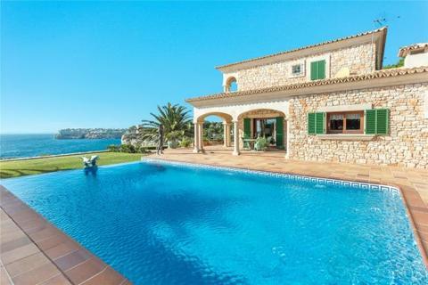4 bedroom detached house  - Exclusive Frontline Villa, Santanyí, Mallorca