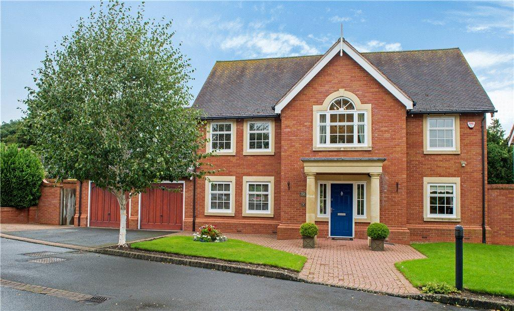 4 Bedrooms Detached House for sale in Old Vicarage Gardens, Ryden Lane, Charlton, Pershore, WR10