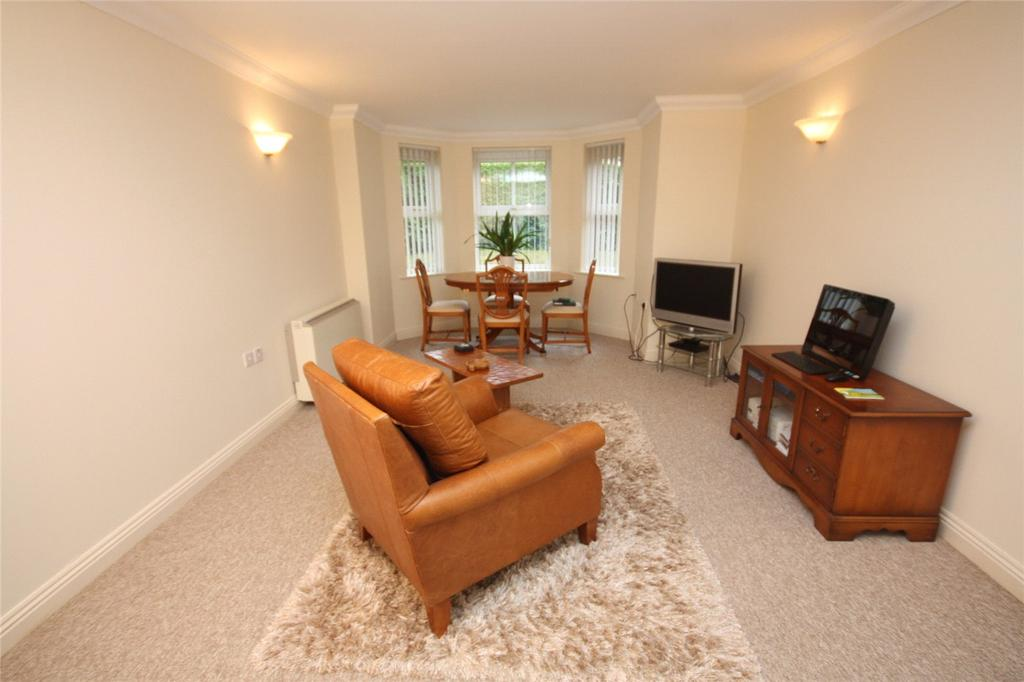 2 Bedrooms Flat for sale in Eton Court, 43 Alumhurst Road, Bournemouth, Dorset, BH4