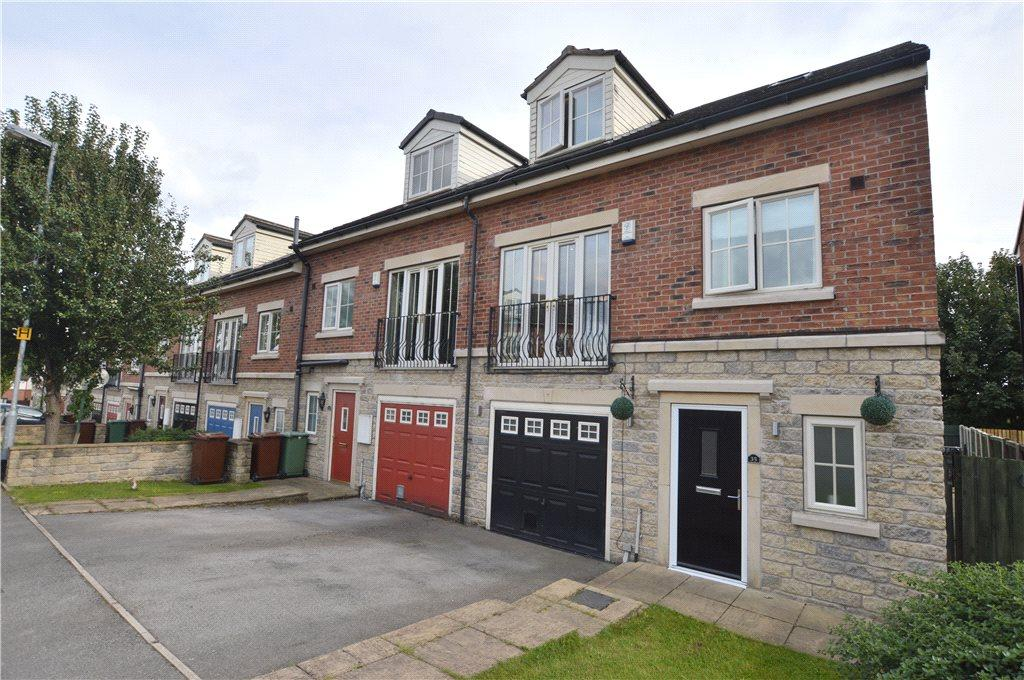 4 Bedrooms Town House for sale in Meadowfield Rise, Stanley, Wakefield, West Yorkshire