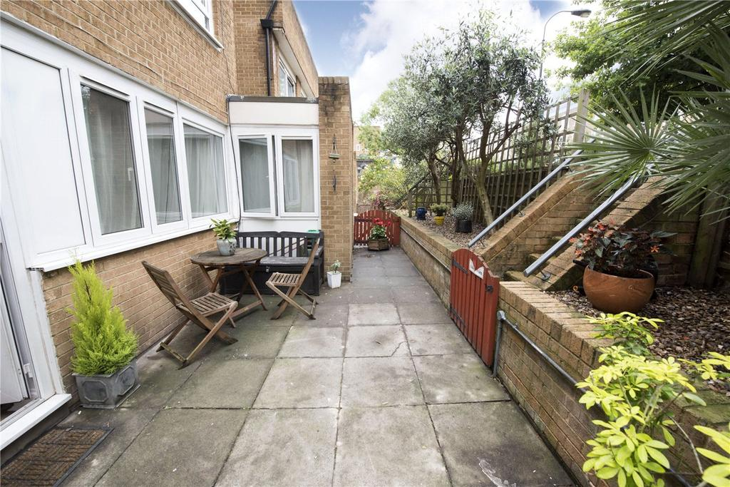 2 Bedrooms Flat for sale in Walham Green Court, London, SW6