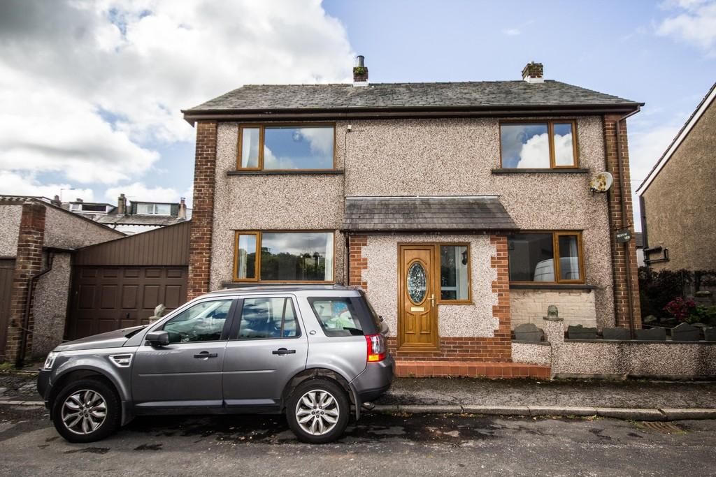 3 Bedrooms Detached House for sale in Meadow View, Queens Terrace, Dalton-In-Furness