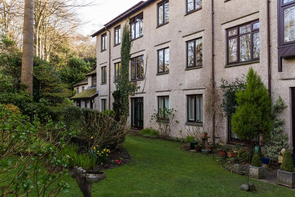 2 Bedrooms Apartment Flat for sale in 114 Elleray Gardens, Windermere, LA23 1JE