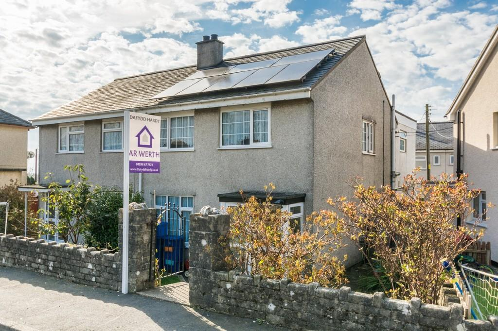 3 Bedrooms Semi Detached House for sale in Bro Pedr Fardd, Garndolbenmaen, North Wales