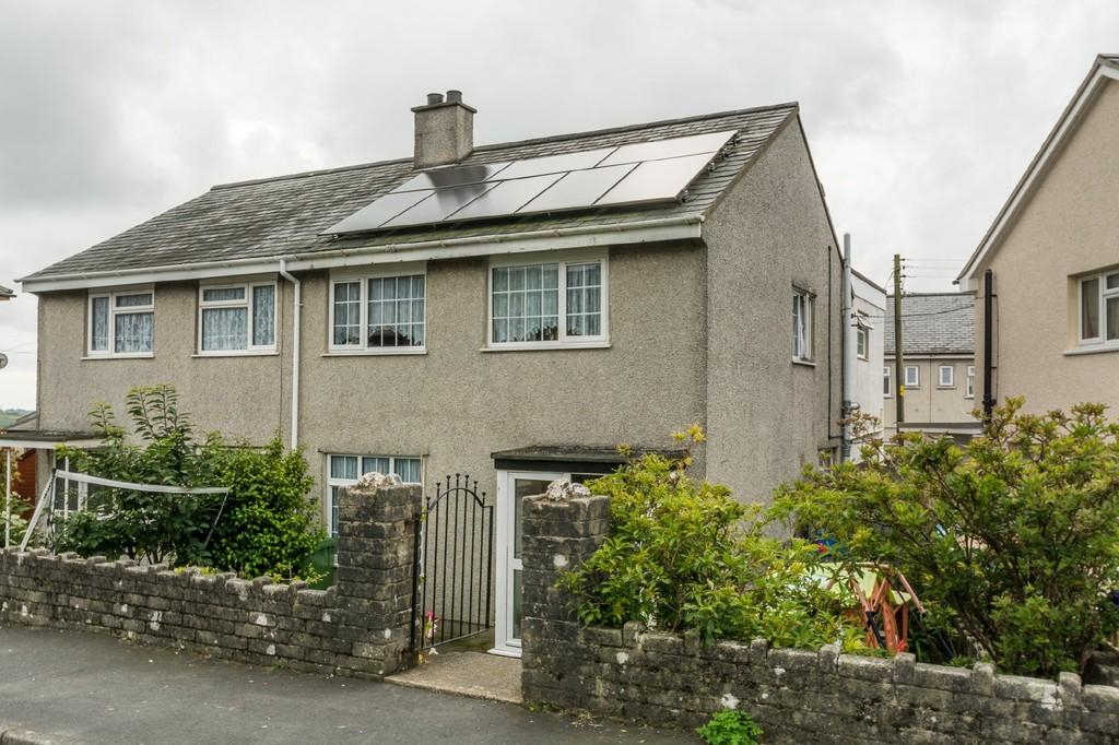 3 Bedrooms Semi Detached House for sale in Bro Pedr Fardd, Garndolbenmaen, North Wales