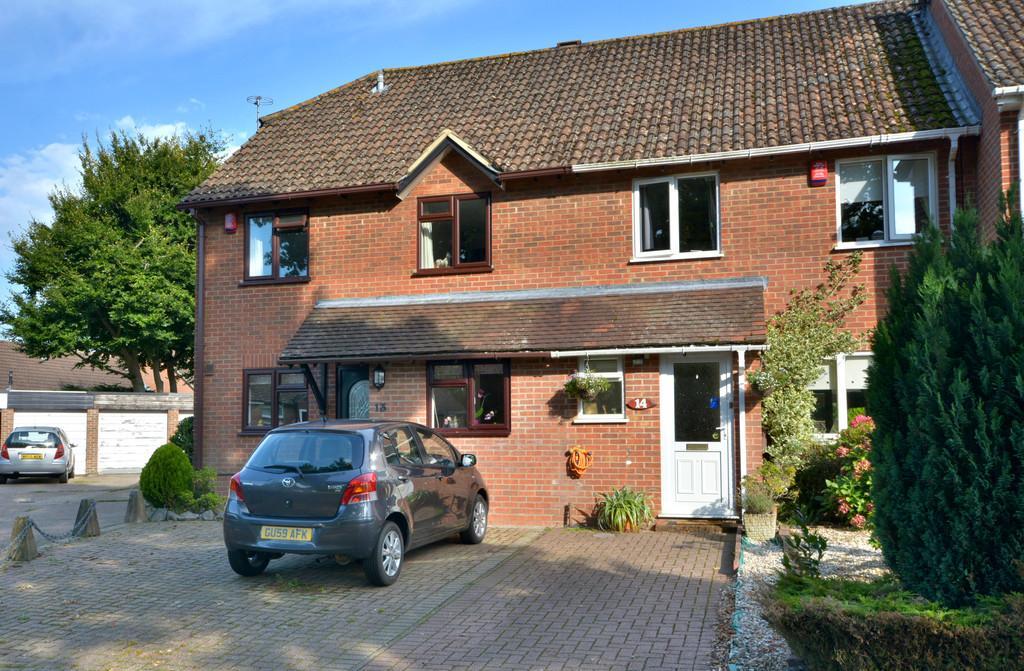 3 Bedrooms Semi Detached House for sale in Storrington