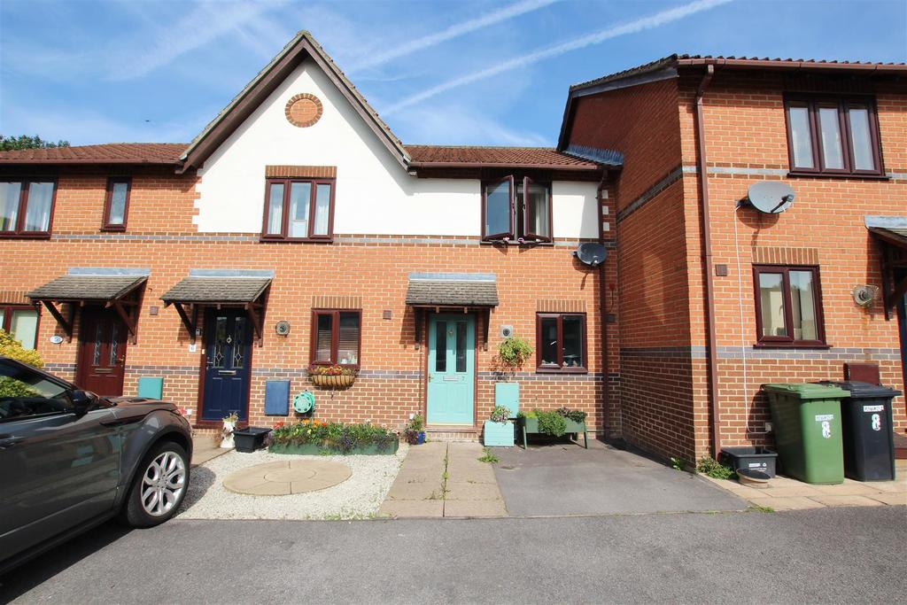 2 Bedrooms Terraced House for sale in Fontwell Gardens, Horton Heath, Eastleigh