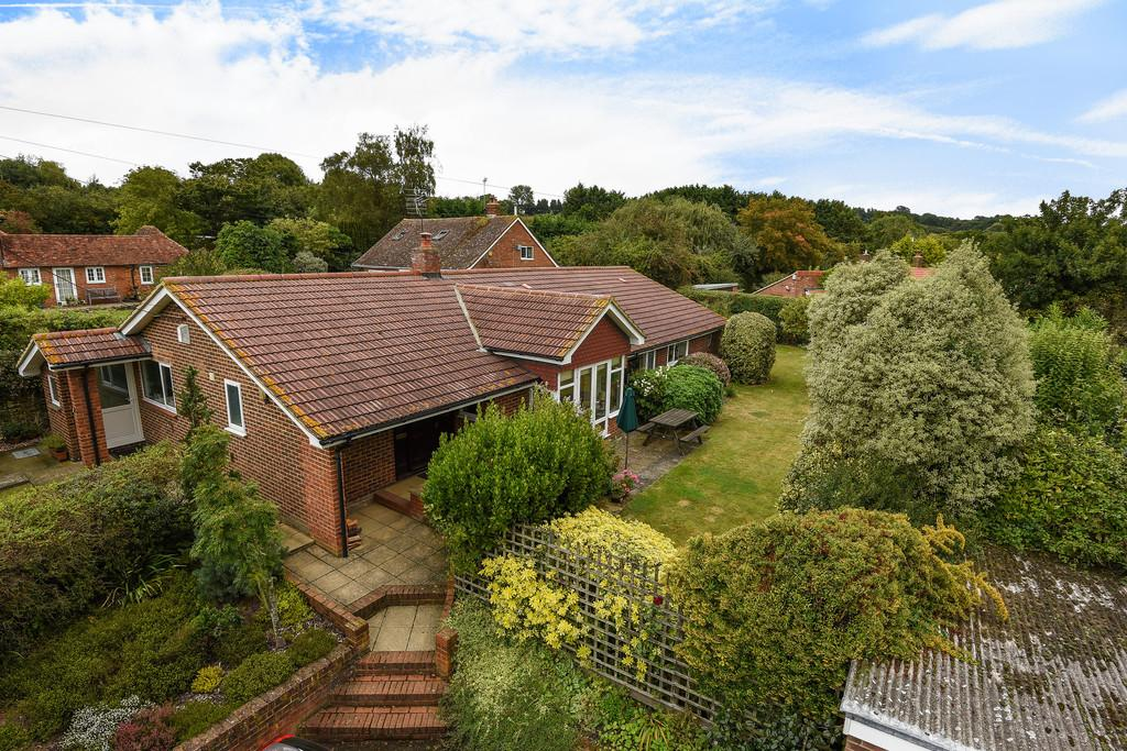 4 Bedrooms Detached Bungalow for sale in The Street, Ulcombe