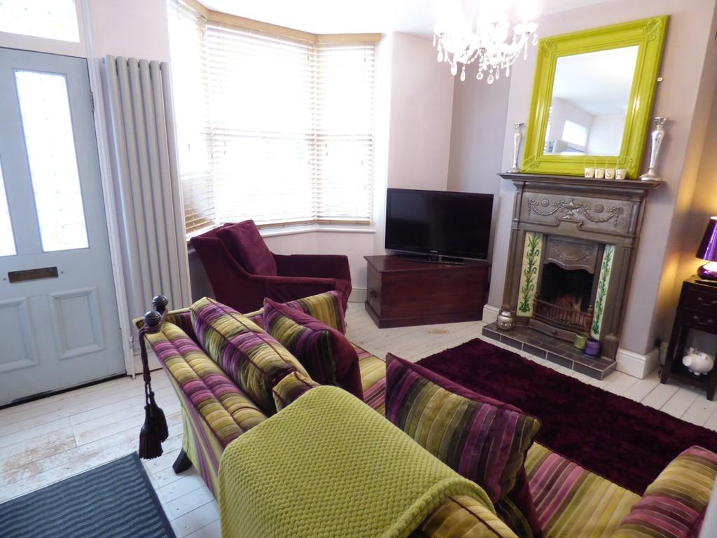 2 Bedrooms Terraced House for sale in Wellesbourne Grove, Stratford-Upon-Avon