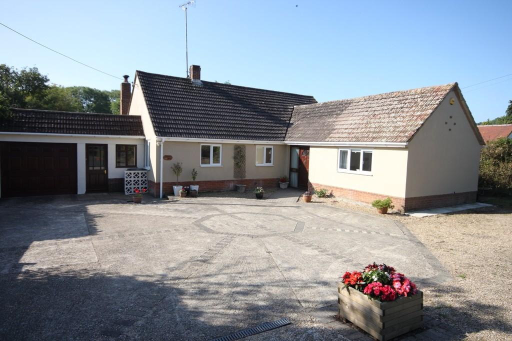 4 Bedrooms Detached Bungalow for sale in FIRS ROAD, FIRSDOWN, SALISBURY, WILTSHIRE, SP5 1SF