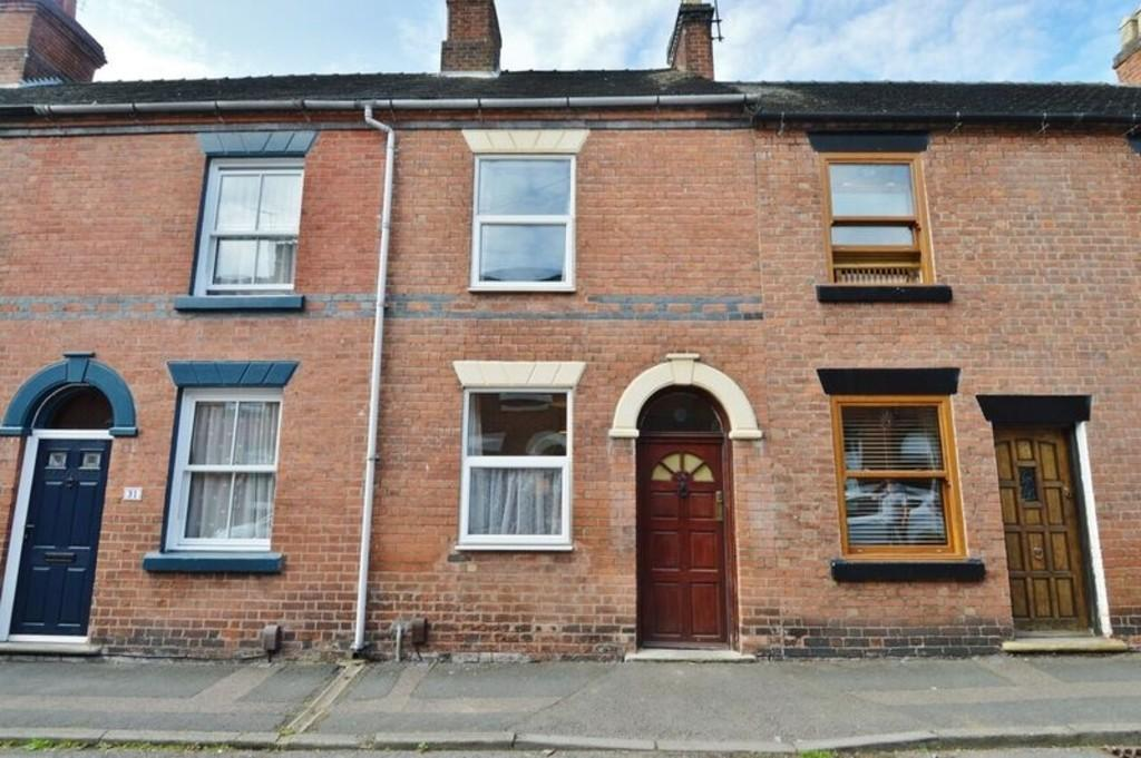 2 Bedrooms Terraced House for sale in Lion Street, Rugeley