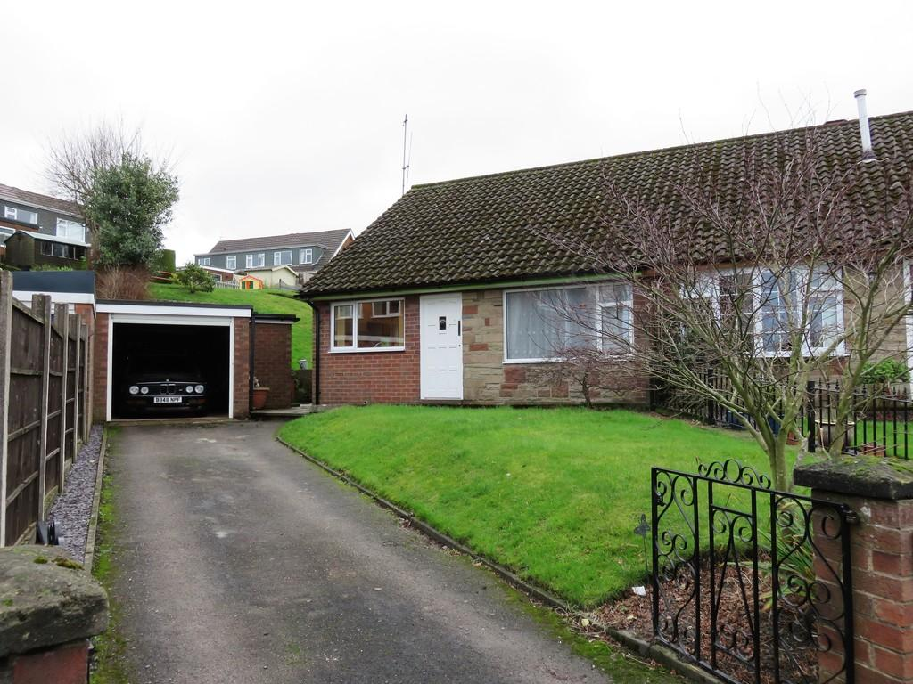 2 Bedrooms Semi Detached Bungalow for sale in Trafford Close, Leek