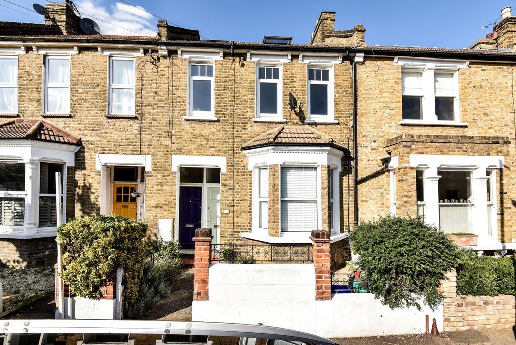 3 Bedrooms Maisonette Flat for sale in Crebor Street London SE22