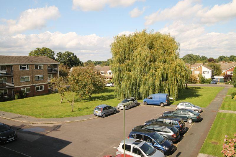 2 Bedrooms Flat for sale in Boxgrove