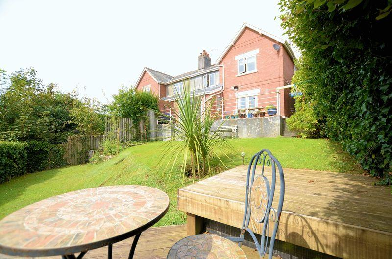 3 Bedrooms House for sale in Sought after non-estate location with wonderful views