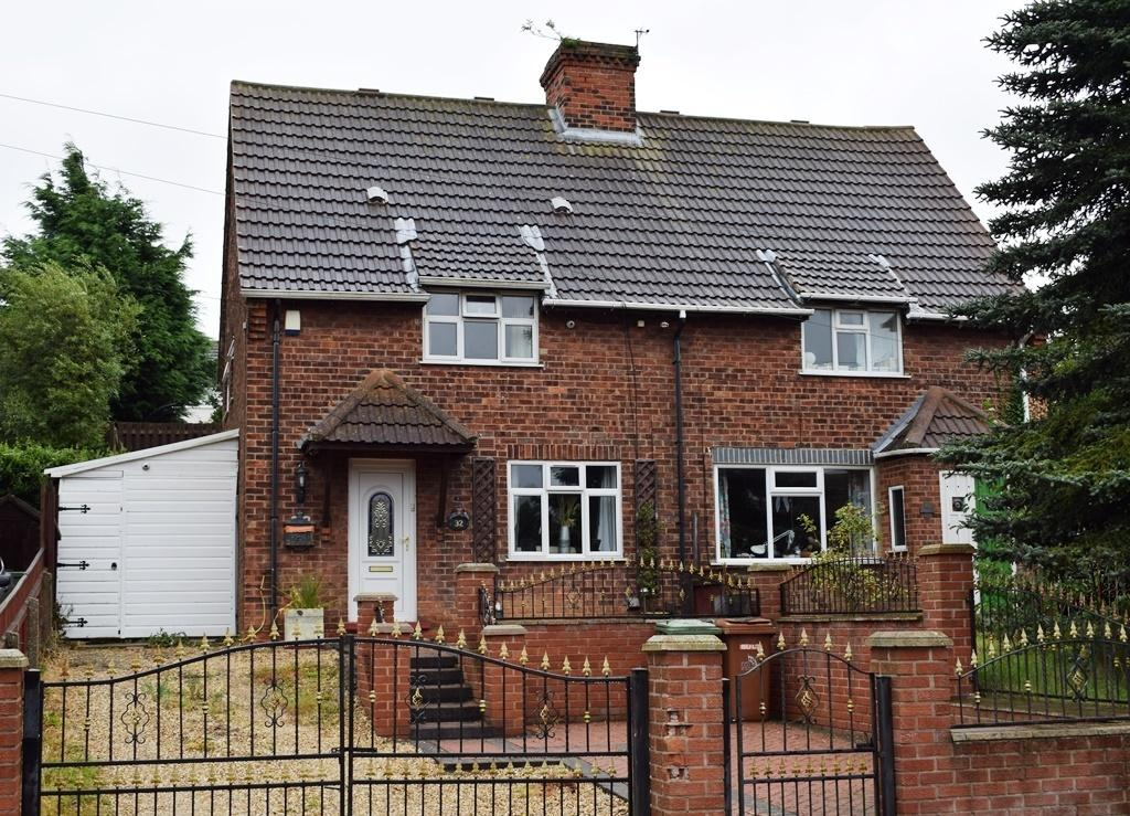2 Bedrooms Semi Detached House for sale in Fairway, Waltham