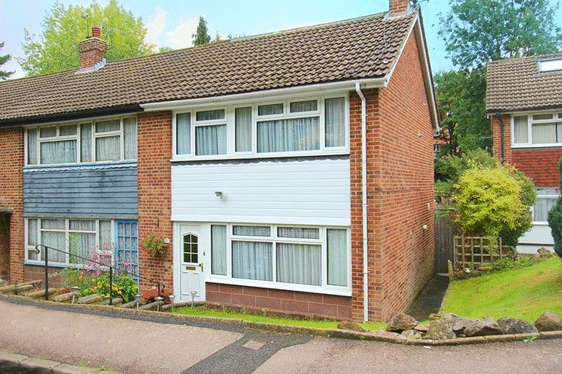 3 Bedrooms End Of Terrace House for sale in Stafford Close, Caterham