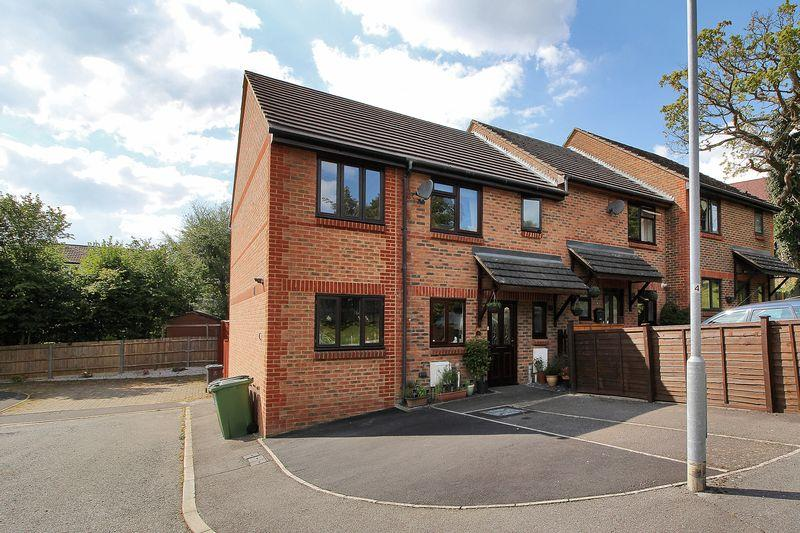 4 Bedrooms End Of Terrace House for sale in Rochmans Way, Crowborough, East Sussex