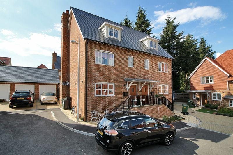 4 Bedrooms Semi Detached House for sale in Nassau Drive, Crowborough, East Sussex