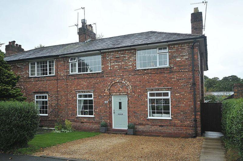 4 Bedrooms Semi Detached House for sale in Heathfield Square, Knutsford
