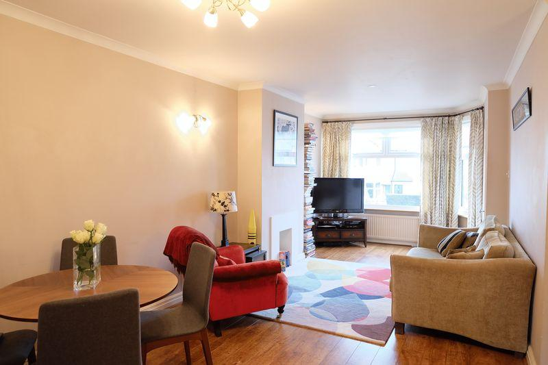 2 Bedrooms Terraced House for sale in Howard Avenue, Bexley