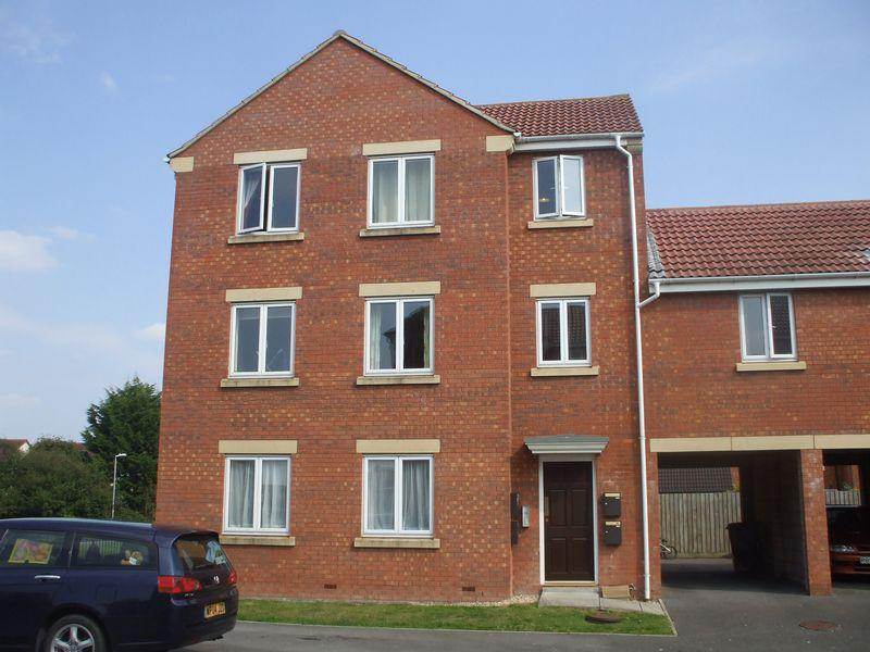 2 Bedrooms Ground Flat for sale in Lords Way, Bridgwater