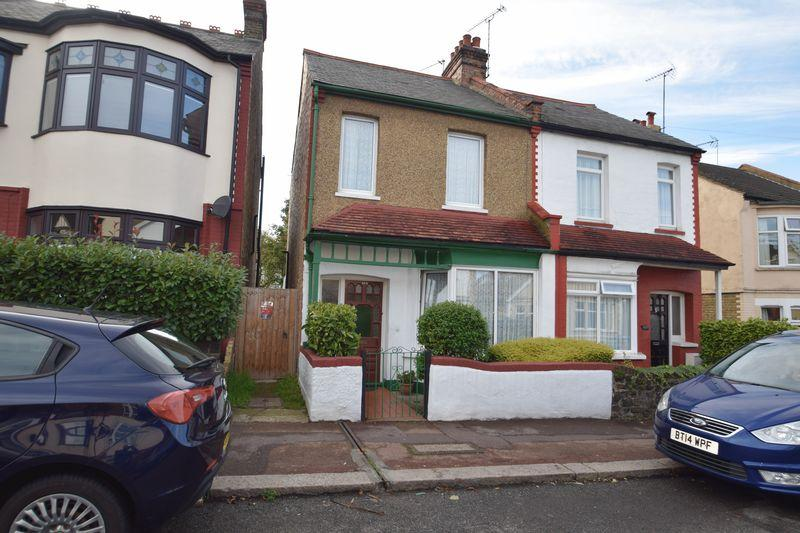 2 Bedrooms Semi Detached House for sale in Westbourne Grove, Westcliff-On-Sea
