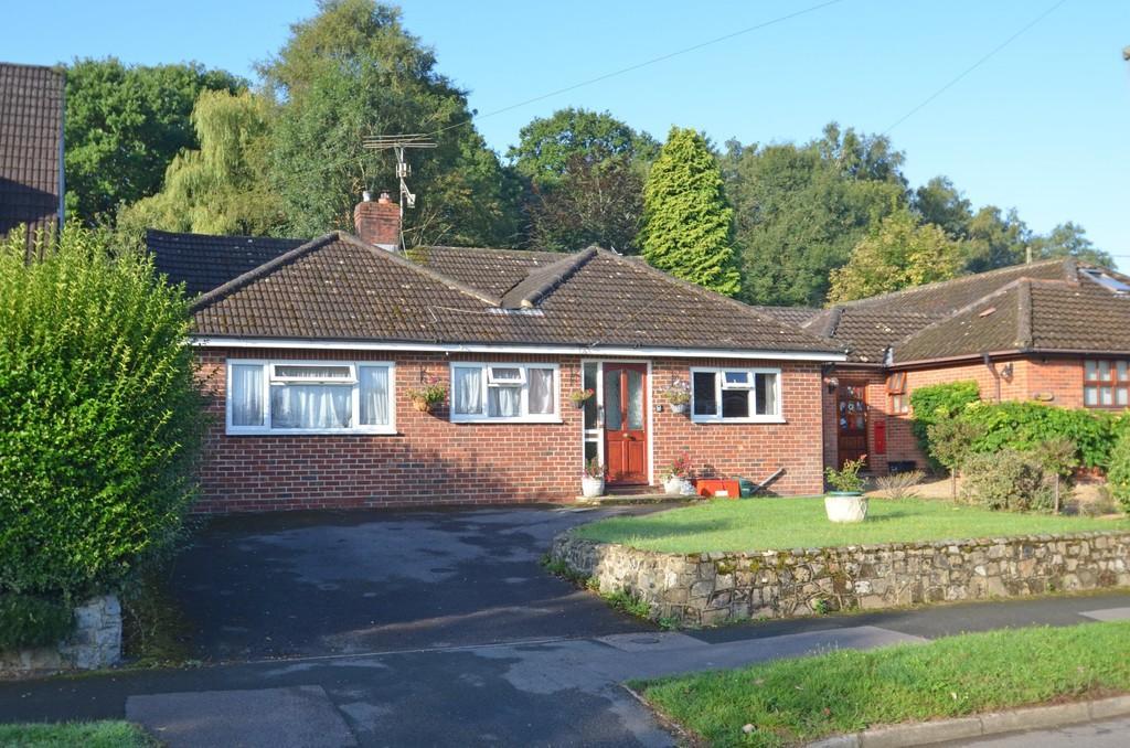 4 Bedrooms Detached Bungalow for sale in Elstead