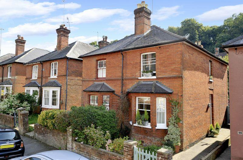 3 Bedrooms Semi Detached House for sale in Godalming Town Centre