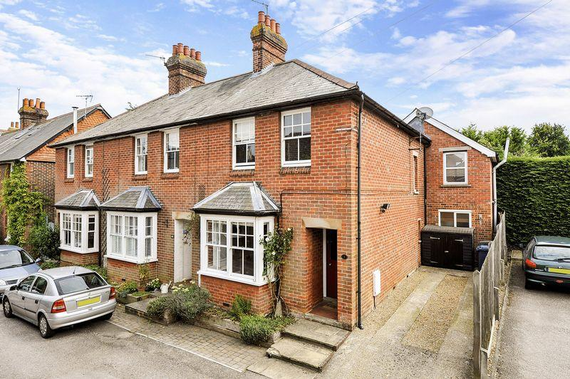 4 Bedrooms End Of Terrace House for sale in Witley