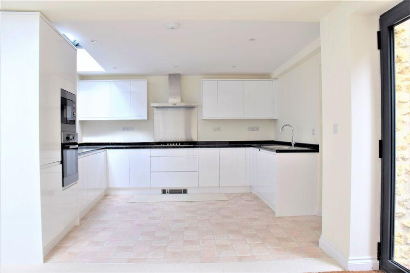 2 Bedrooms Detached House for sale in STUNNING CONVERSION
