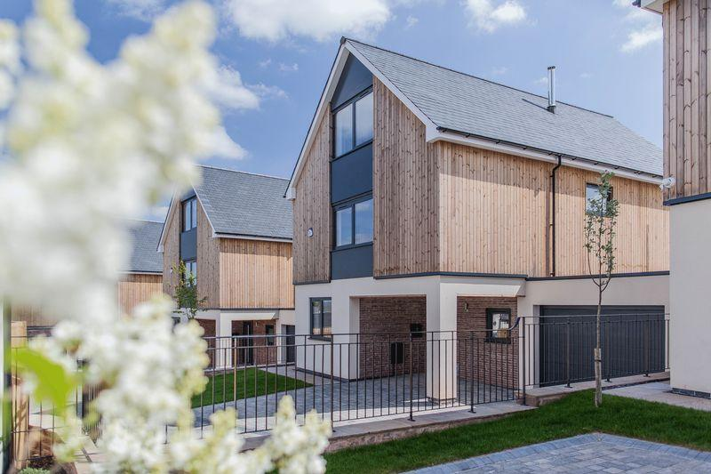 4 Bedrooms Detached House for sale in Luxurious 3 storey, 4 bedroom detached new build on prestigious small development
