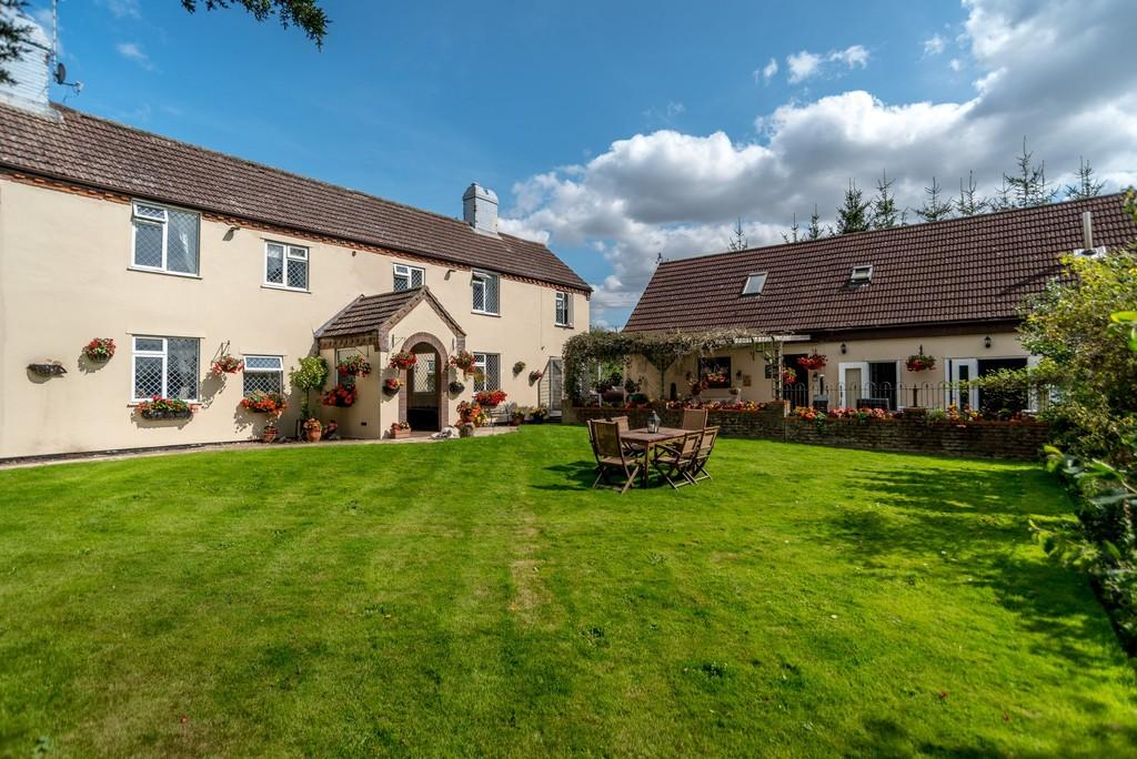 6 Bedrooms Farm House Character Property for sale in Station Road, Flordon