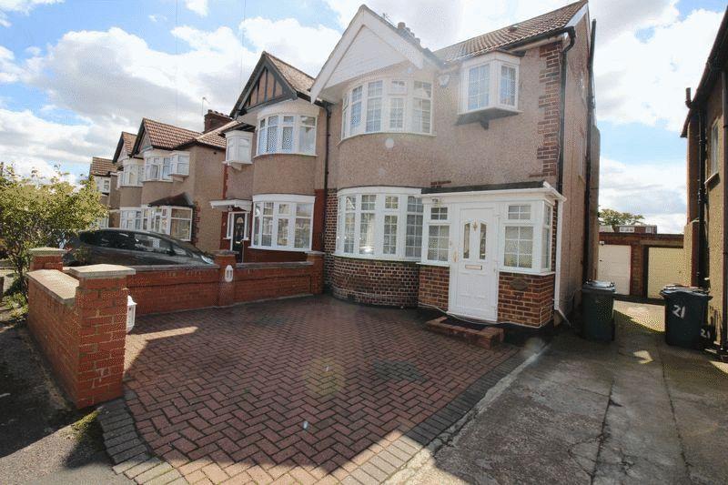 4 Bedrooms Semi Detached House for sale in Pembroke Avenue, Kenton, Middlesex, HA3 8QG